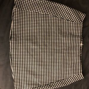 black and white plain fitted skirt
